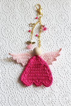 Haakpatroon geluksengel sleutelhanger Christmas Holidays, Christmas Decorations, Christmas Ornaments, Hobbies To Try, Crochet For Beginners, Diy Crochet, Merry Xmas, Homemade Gifts, Diy For Kids
