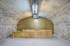 Les agences Tandem et l'Escaut transforment les anciens celliers de la maison Champagne Jacquart en un pôle culturel qui se déploie sur trois niveaux de caves voûtées, dissimulées derrière une majestueuse façade Art Nouveau.