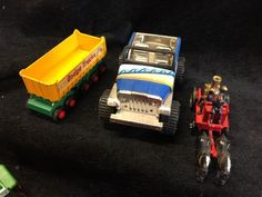 LARGE LOT OF COLLECTIBLE TOYS INCLUDES ADVERTISING VEHICLES FOR TEXACO, BIRDS CUSTARD, HERSHEY COCA COLA AND MORE. LOT ALSO INCLUDES A BAG OF HOT WHEELS AND MATCHBOX CARS.