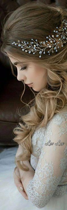 Wedding Tiara Hairstyles, Medieval Wedding, Romantic Weddings, Hair Makeup, Feminine, Beautiful Women, Stylish, Wedding Dresses, Hair Styles