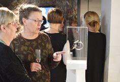 Rohkea. Ajassa. Aito. Suomen rakastetuin Koru 80 vuotta -näyttelyn avajaisia vietettiin 18. helmikuuta 2017.