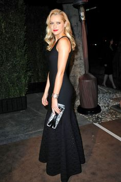 #black #sleeveless #celebrity Teresa Palmer in a chanel sleek and sexy sleeveless gown.