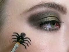 Sexy witch: A hot Halloween makeup idea
