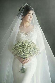 Let me share a recent hot Korean wedding studio 'Gray Scale Studio (Soft… Bridal Poses, Pre Wedding Photoshoot, Bridal Portraits, Photoshoot Ideas, Wedding Scene, Wedding Bride, Wedding Album, Wedding Dresses, Wedding Tips