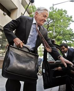 FILE - In this June 1, 2005 file photo, former Washington Post executive editor Ben Bradlee leaves the Washington Post building in Washngton. (AP Photo/Manuel Balce Ceneta, File) ▼21Oct2014AP|Former Washington Post editor Ben Bradlee dies http://bigstory.ap.org/article/d1af26e971bc4929bc11fcb868c6a812/washington-post-editor-ben-bradlee-dies-93 #Benjamin_C_Bradlee #Ben_Bradlee
