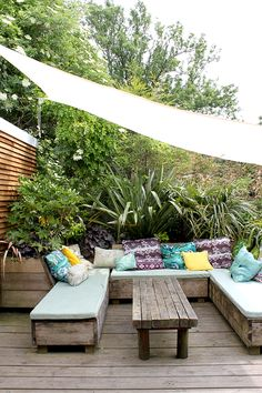 59 Super ideas for covered garden seating area decks Outdoor Seating, Outdoor Decor, Seating Area In Garden, Outside Seating Area, Diy Garden Furniture, Outdoor Furniture, Country Furniture, Retro Furniture, Bar Furniture