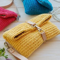 Diy Crafts - The crochet bags can be as small as a simple bag to carry the necessary or large as a market bag to carry the shopping. Crochet Wallet, Free Crochet Bag, Diy Crochet And Knitting, Love Crochet, Crochet Crafts, Crochet Stitches, Crochet Patterns, Crochet Kits, Diy Crafts