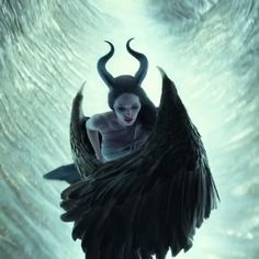 😱 Brand new trailer for Maleficent: Mistress of Evil 😈💚 Credit: Disney Villians Maleficent Quotes, Maleficent Aurora, Maleficent Wings, Angelina Jolie Maleficent, Maleficent Movie, Maleficent Costume, Malificent, Disney Films, Watercolor Art
