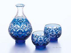Edo-kiriko is Japanese traditional cut glass. 江戸切子 半酒器揃
