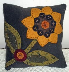 Oley Valley Primitives Wool Applique SUNFLOWER Penny Rug Pillow Digital Download by santaladyofoley on Etsy https://www.etsy.com/listing/185066209/oley-valley-primitives-wool-applique