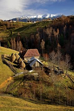 Rolandia Travel - Romania Tours — The peaceful Romanian countryside Romania Travel, Romania Tours, Beautiful World, Beautiful Places, Visit Romania, Rural Area, Bucharest, Great View, Places To See