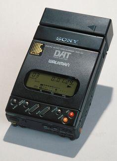 What a piece of kit this was/is! - www.remix-numerisation.fr - Rendez vos souvenirs durables ! - Sauvegarde - Transfert - Copie - Digitalisation - Restauration de bande magnétique Audio - MiniDisc - Cassette Audio et Cassette VHS - VHSC - SVHSC - Video8 - Hi8 - Digital8 - MiniDv - Laserdisc - Bobine fil d'acier - Micro-cassette - Digitalisation audio - Elcaset