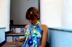 Túnica Afrodita en georgette y collar de agatas azules