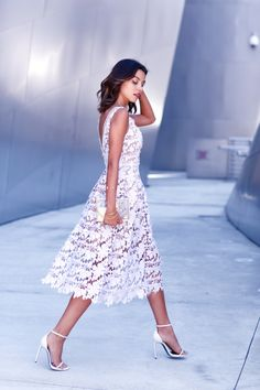 28 Chic Spring Bridal Shower Outfits To Get Inspired: midi white lace dress with a V cutout back Lavender Lace Dress, Lace Midi Dress, Dress Up, Dress Clothes, Fancy Dress, Pretty Dresses, Beautiful Dresses, Mode City, White Lace