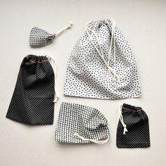 Saquinho para embalar ou organizar. Idéia para aproveitar retalhos de tecido.