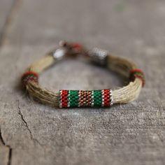 Bio-Schmuck aus Leinen String und hochwertige Japan Toho Treasure Perlen. Es ist absolut einzigartige Sammlung, von mir selbst entworfen. Ich liebe die natürliche Materialien wie Jute Seil, Leinen String, Holz. Ich liebe auch wunderbar bunten Rocailles. Made Zeichenfolge Collection ist eine Verbindung dieser beiden Vorlieben. Komfortable Verschluss ist auch handgemacht, und es ist sehr mühsam. Das Armband ist entworfen und von mir gemacht, so dass es einzigartig ist. Es ist sehr bequem zu…