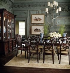 Traditional Manor Dining Room