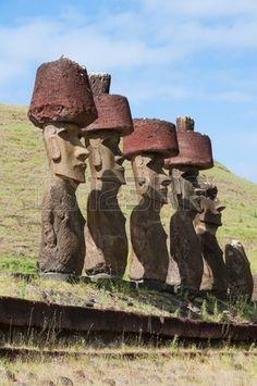 Moais dans la plage d Anakena l le de Pâques Chili Easter Island Moai, Polynesian Culture, Chili, Medieval Art, Ancient Architecture, Ancient Aliens, Ancient Artifacts, Beautiful Places To Visit, Ancient Civilizations