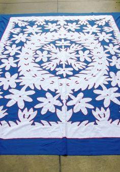White on Blue Tivaevae Textile Patterns, Quilt Patterns, Textiles, Hibiscus, Aplique Quilts, Hawaiian Pattern, Polynesian Art, Hawaiian Quilts, Pattern Images