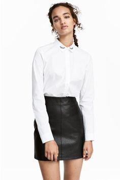Короткая юбка с молнией сзади. На подкладке.