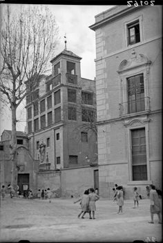Izqda. iglesia de las Claras. Dcha. Palace of the Marquis of Velez ( at this time used as a primary school run by the Jesús-María nuns in Murcia city), photographs taken by António Passaporte in Murcia during the winter of 1930. DESTRUIDO en la II República c. 1937