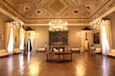 Prefettura Macerata stanze segrete_Foto LB (1) Bella, Chandelier, Ceiling Lights, Lighting, Home Decor, Italia, Candelabra, Decoration Home, Room Decor