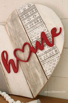 DIY Heart pallet art home stencil sign! Such a fun way to upcycle pallets, paint and stencil then add a wood cutout phrase. Cute home decor idea! Cute Home Decor, Unique Home Decor, Home Decor Items, Cheap Home Decor, Home Decor Accessories, Diy Décoration, Diy Crafts, Decor Crafts, Arte Pallet
