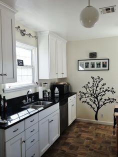 Black and white kitchen. White Kitchen Appliances, White Kitchen Island, Kitchen Black, White Kitchen Cabinets, Black Kitchens, Country Kitchen, New Kitchen, Home Kitchens, Reface Cabinets