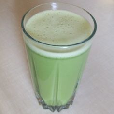 Here is another recipe for a matcha latte. This time it is a coconut matcha latte, which is naturally flavored with coconut water from a young coconut. Parasite Cleanse, Candida Cleanse, Healthy Drinks, Healthy Food, Healthy Recipes, Clean Drink, Nutrient Rich Foods, Liquid Gold, Eating Clean