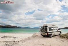 Immagine Camper sulle spiagge di Lewis and Harris, Scozia - Meta perfetta per una vacanza all'insegna del relax e della natura, Lewis and Harris offre innumerevoli opportunità per gli amanti della vita all'aria aperta © DrimaFilm / Shutterstock.com