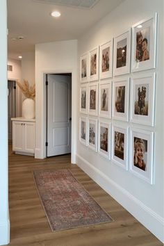 Family Room Walls, Family Wall Decor, Living Room Designs, Living Room Decor, Bedroom Decor, Stair Wall Decor, Deco Table, Hallway Decorating, Small Apartments