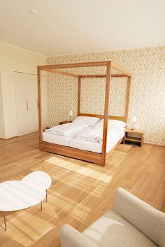 Vinársky hotel - spálňa v apartmáne Toddler Bed, Furniture, Home Decor, Child Bed, Decoration Home, Room Decor, Home Furnishings, Home Interior Design, Home Decoration