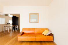 子供部屋とリビングを繋ぐ内窓。完全な引き込み窓で窓枠の存在を消すこともできる仕上がり。#U様邸菊名 #内窓 #リビング #シンプルな暮らし #日当たり良好 #インテリア #EcoDeco #エコデコ #リノベーション #renovation #東京 #福岡 #福岡リノベーション #福岡設計事務所 Couch, Interior, Furniture, Home Decor, Settee, Decoration Home, Sofa, Indoor, Room Decor