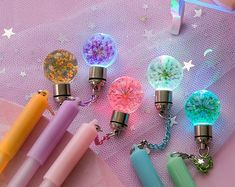 Light up glow pen with flowers, Gel pens embedded with dried flowers, Glowing planner pens, Bujo pen gift stocking filler, Floral school pen Mini Things, Girly Things, Cool Things To Buy, School Pens, Cool School Supplies, Cute Stationary, Cute Pens, Kawaii Stationery, Stationery Pens