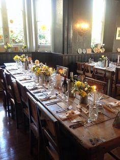 Spring Styling at The Battleaxes www.littleweddinghelper.co.uk #daffodils #yellow