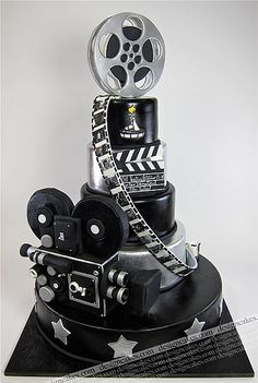 Movie Theme Cake - movie projector, reels, film strips, multi tier cake in black and silver, topped with a movie reel. Who would even want to cut it? <---- Looks like a lot of work and detail went into this cake! Gorgeous Cakes, Pretty Cakes, Cute Cakes, Amazing Cakes, Crazy Cakes, Fancy Cakes, Pink Cakes, Movie Theme Cake, Movie Cakes
