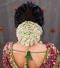 Now Trending - Hairstyles With Gajras Brides Are Rocking ! - Witty Vows Bridal Hairstyle Indian Wedding, Indian Wedding Makeup, Bridal Hair Buns, Hairdo Wedding, Trending Hairstyles, Indian Hairstyles, Bride Hairstyles, Bridal Makeup Looks, Bridal Looks
