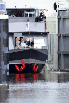 05-03-2015 Koningin Máxima heeft vanmorgen het nieuwe Máximakanaal en de verruimde Zuid-Willemsvaart officieel geopend. Een zegen voor Veghel