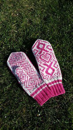 Ravelry: PinkRibbon Mittens pattern by Ksenia Nikulina