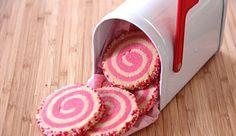 Spiral Sugar Cookies - you can use any colors! Perfect for Christmas cookies. Christmas Cookie Exchange, Christmas Desserts, Christmas Cookies, Pink Cookies, Cute Cookies, Cookie Desserts, Cookie Recipes, Dessert Recipes, Spiral Sugar Cookies