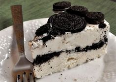 Oreo, our favorite cookies (StoresConnect. Oreo® Ice Cream Cake Recipe for Devin's birthday, but I will make a few changes according to his requests. Oreo Desserts, Ice Cream Desserts, Frozen Desserts, Just Desserts, Cookies Oreo, Oreo Cake, Sweet Recipes, Cake Recipes, Dessert Recipes