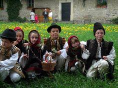 [EN] Children at Moldovita Monastery on Easter Day! (c)foto: Iulia Nicoleta Onescu Easter, Couple Photos, Couples, Children, Romania, Couple Pics, Kids, Easter Activities, Couple Photography