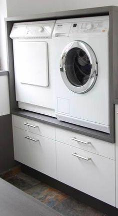 Wasmachine en droger op werkhoogte. De onderste lades zijn voor wasgoed en/of wasmanden. De bovenste 'lade' is een soort van uitschuifplank om de wasmand op te kunnen zetten, zodat ik niet hoef te bukken als ik de wasmachine en droger moet vullen. Lijkt mij handig. Wie kan dit voor mij maken ??