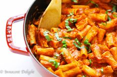 Chicken Tomato Basil Rigatoni Recipe - super simple weeknight rigatoni pasta meal with chicken, smothered in delicious tomato basil sauce.