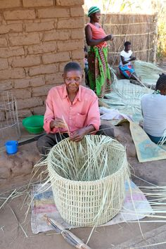 Handwoven baskets from Malawi using natural palm leaves | We ship world wide | Send us an email to info@ashantidesign.com to learn more or place your order today!