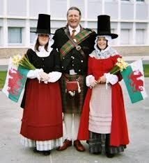 Wales The Welsh national costume - distinguished by the tall black hat and white apron - is generally only seen at festivals and fairs these days. Historical Costume, Historical Clothing, European Costumes, Saint David's Day, British Traditions, Costumes Around The World, Thinking Day, We Are The World, Folk Costume