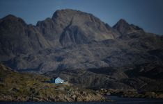 Blu cottage in the mountains of maniitsoq-groenland