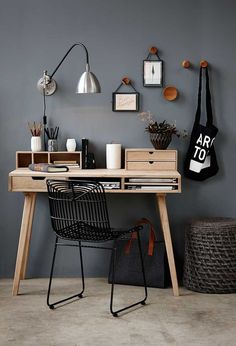 Love the grey walls, simple decor, natural wood. I could be so productive in this work space!  :) Hübsch tijdschriftenhouder wol incl. lederen handvaten (Diy Furniture Small Spaces)
