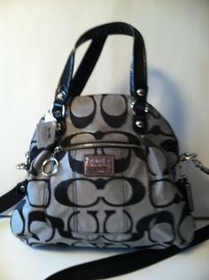 COACH DAISY SIGNATURE FOLDOVER CROSSBODY BAG RETAIL 258.00 ON SALE FOR $139.99 AT BLOMMING.COM/MM/GIACONISBOUTIQUE/ITEMS