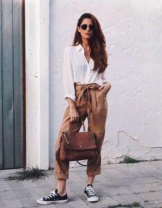 A calça clochard é uma peça polêmica, pois muitas pessoas não gostam da modelagem. Bastante usada nos anos 80, ela virou tendência novamente. E é possível ficar estilosa com uma.